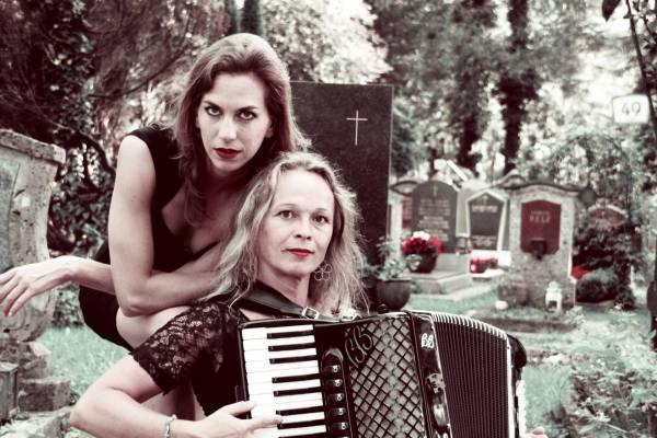 Wiener Lieder pur: Elisabeth Nelhiebel und Sigrid Gerlach-Waltenberger sind SCHMÄHTANDLER